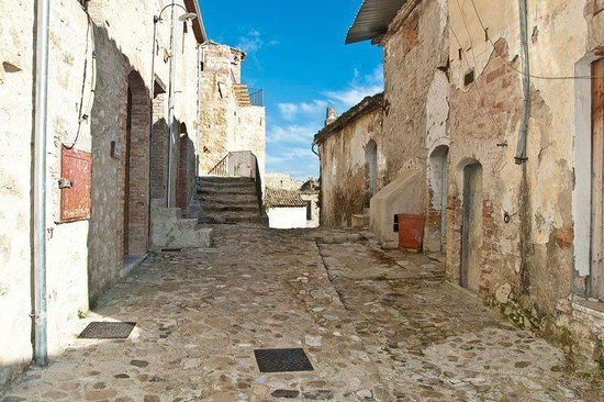 Calitri, Italy: Via Castello
