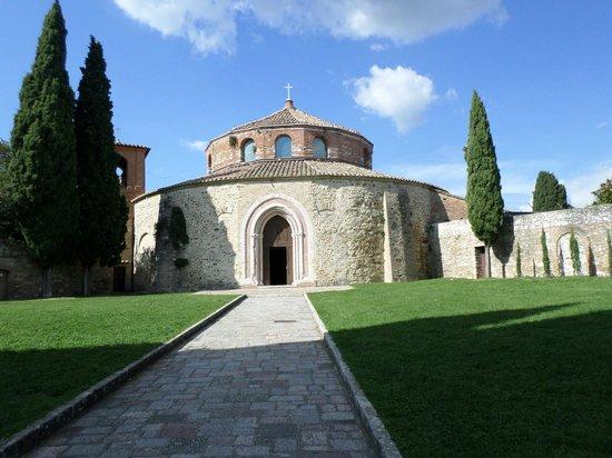 Tempio di Sant'Angelo - Chiesa di San Michele Arcangelo: Veduta esterna del Tempio