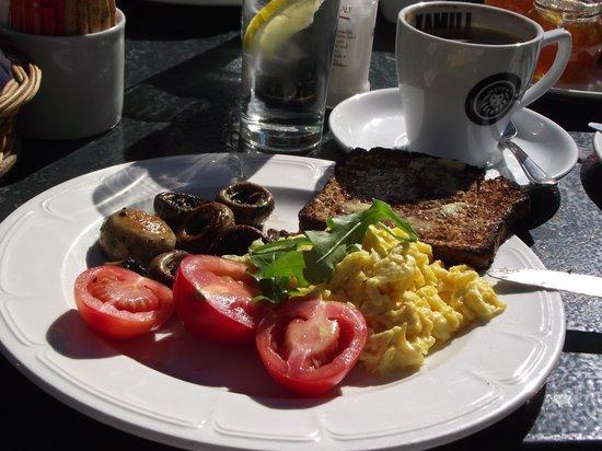 Jonkershuis Restaurant at Groot Constantia: Jonkershuis Breakfast of Scrambled egg and mushrooms.