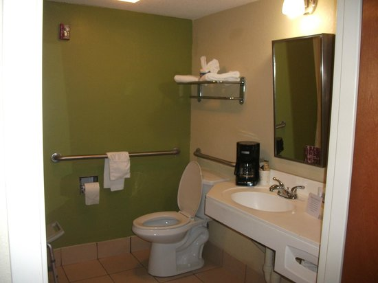 Sleep Inn: ADA Bathroom