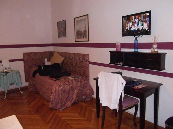 Casa Mario Bed & Breakfast : Camera Fuxia