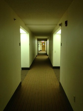 Sleep Inn: Hallway outside the room.