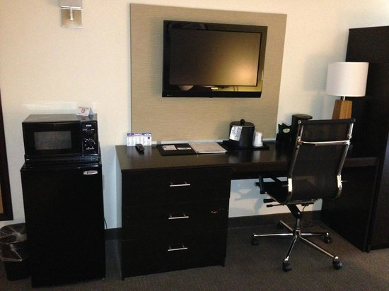 Sleep Inn : Conduct business, electric sockets are within reach. Free internet.