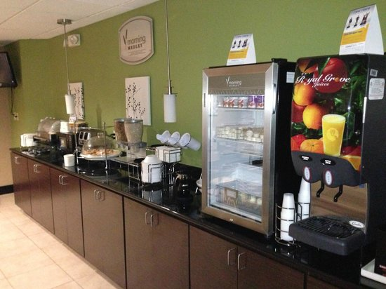 Sleep Inn: Breakfast bar. Hot and cold breakfast items available. You can also make your own waffles.