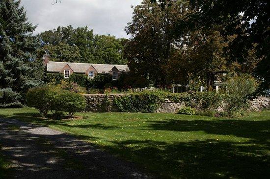 Morgan Samuels Inn: View of the Inn