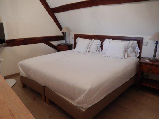 Abbaye de Maizières : 2nd Floor Bedroom