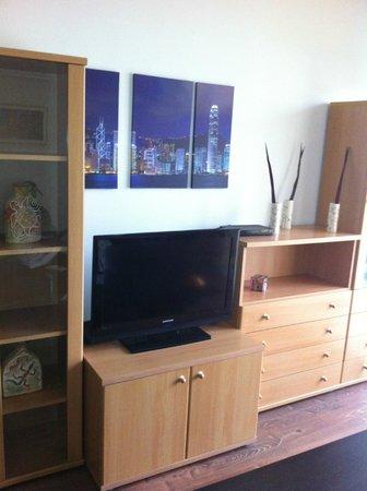 CorvinLux Aparthotel: TV area
