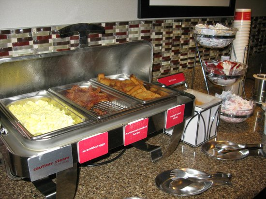 Hampton Inn Buffalo-Airport/Galleria Mall: Breakfast is served
