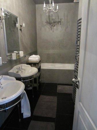 Domaine de Rhodes : Bathroom