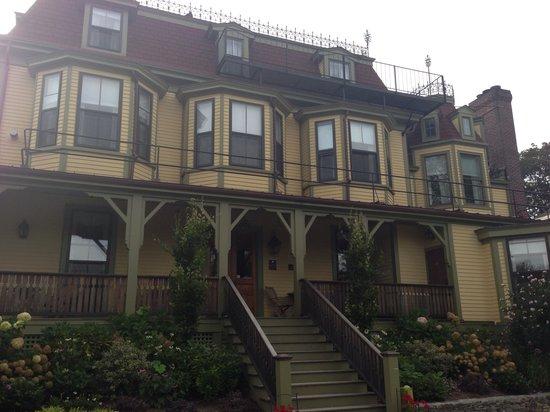 Cliffside Inn: The inn in September