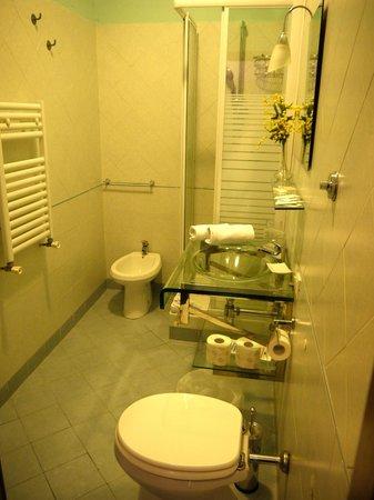 B&B City Life Rome: Salle de bain - Chambre Paris