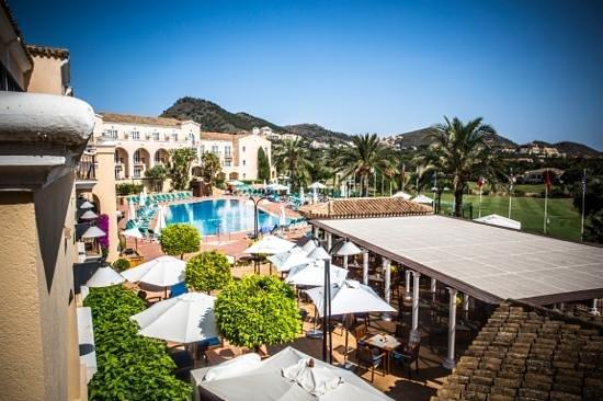Hotel Príncipe Felipe - La Manga Club: more of the pool