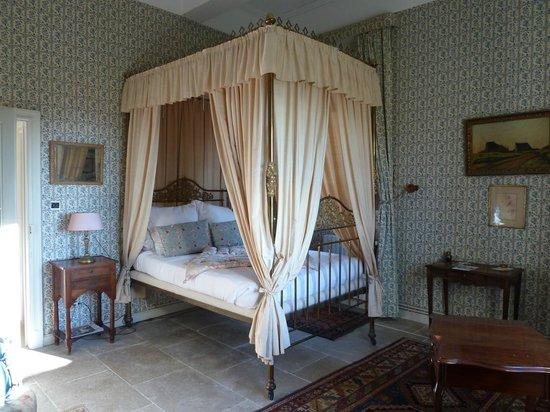 Le Château de Saint-Siffret : Four Poster Bed