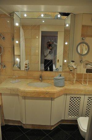 Marburger Hof: Bathroom