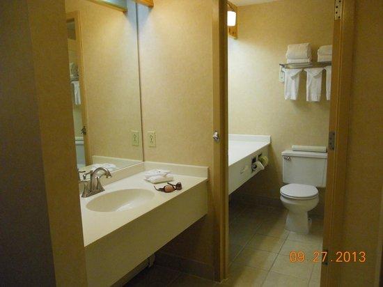 Indian Head Resort: Two sinks