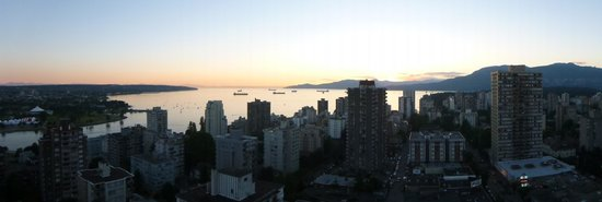 Sandman Suites Vancouver - Davie Street: Another glorious sunset