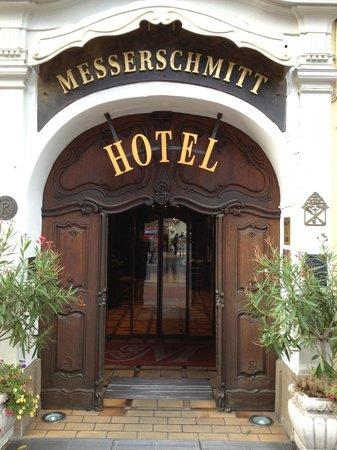 Romantik Hotel Weinhaus Messerschmitt: Entrance of the hotel