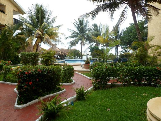 Beach House Imperial Laguna Cancun Hotel: Pool area