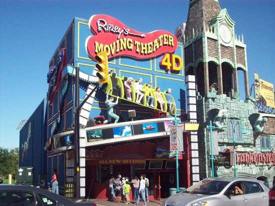 Clifton Hill: Ripleys moving theatre