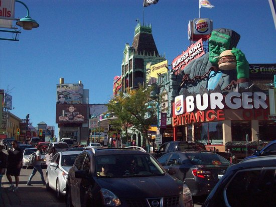 Clifton Hill: view from the streets - looks like fun for sure