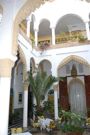 Dar Al Batoul: Courtyard