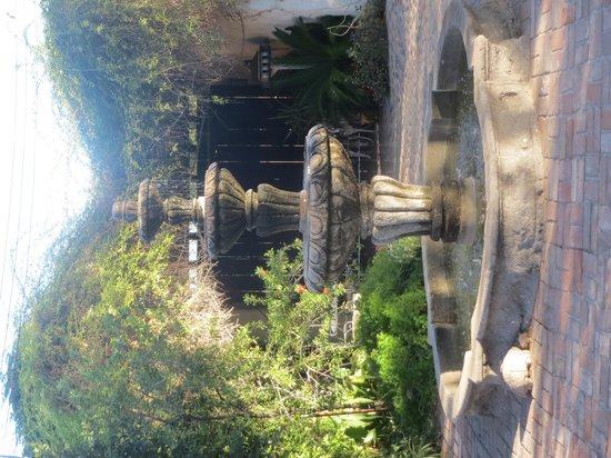 El Presidio Inn Bed and Breakfast: fountain