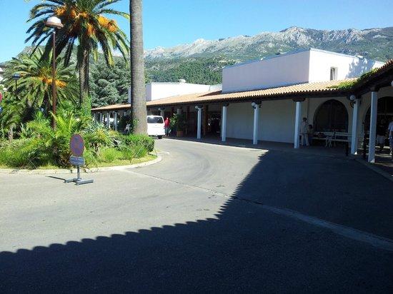 Hotel Slovenska Plaza: Hotelgelände Eingangsbereich