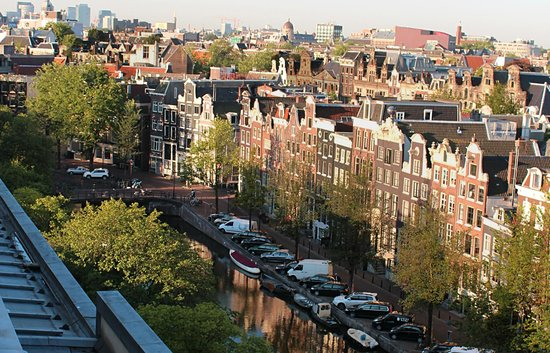 NH Amsterdam Centre: Climg out the window and you have a SAFE terrace for great views