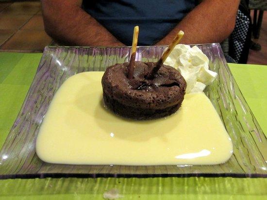 Au Patisson : fondant au chocolat avec sa crème vanille et chantilly