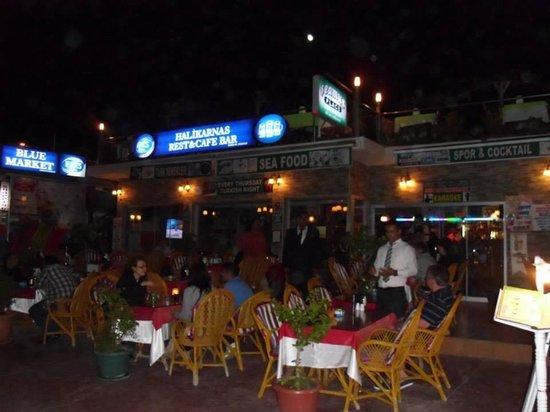 Halikarnas Restaurant: Halikarnas at night