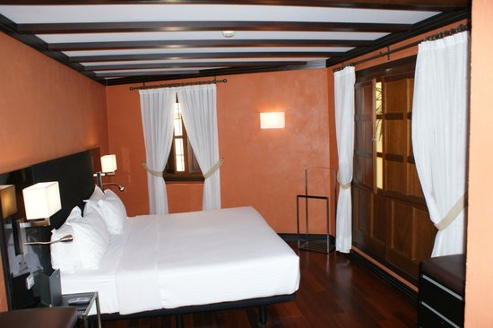 AC Palacio De Santa Paula, Autograph Collection: View of bedroom
