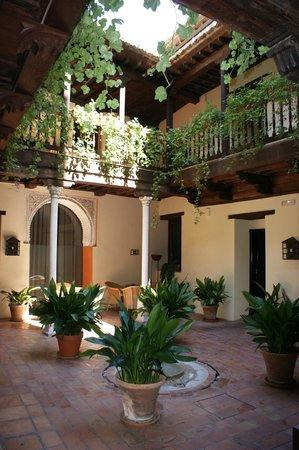 AC Palacio De Santa Paula, Autograph Collection: Courtyard near room