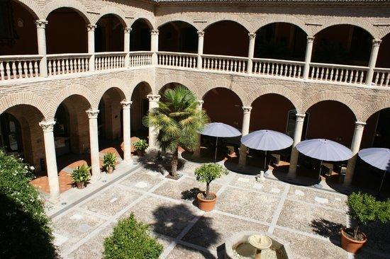 AC Palacio De Santa Paula, Autograph Collection: Main courtyard and dining area