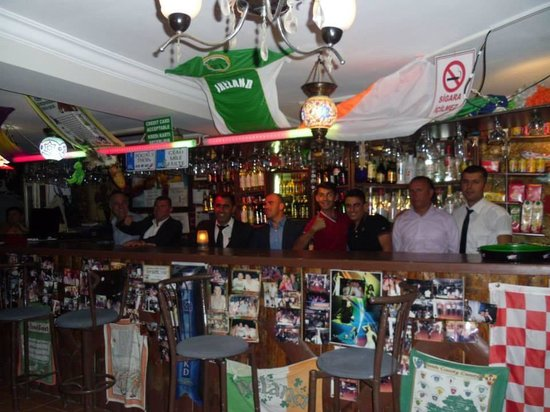 Halikarnas Restaurant: Some of the staff