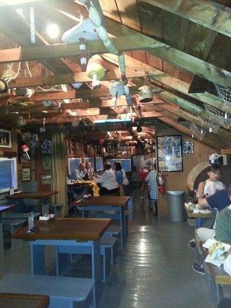 Nunan's Lobster Hut: Fun boathouse dining