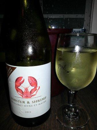 Nunan's Lobster Hut: Yummy wine