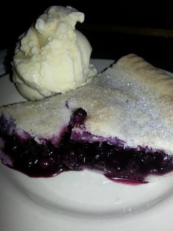 Nunan's Lobster Hut: Out of this world homemade blueberry pie