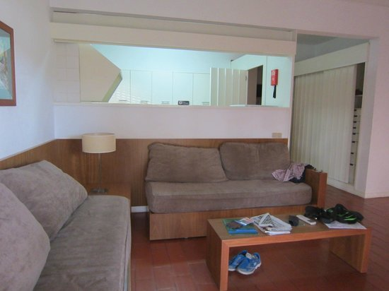 Pinhal da Marina: the living area with opening looking into the kitchen
