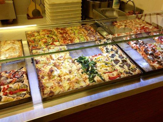 Arte Della Pizza: Selection of pre-made slices