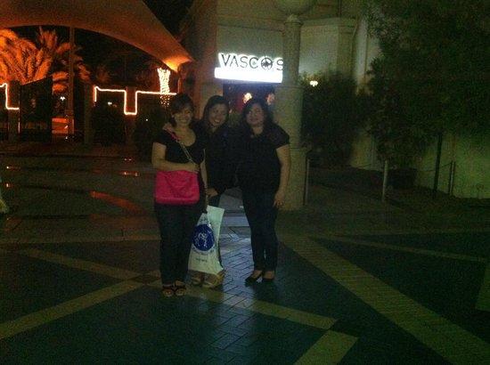 Vasco's: girlz@ the entrance