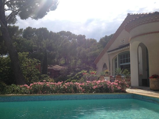 Cassis Hostel: The pool