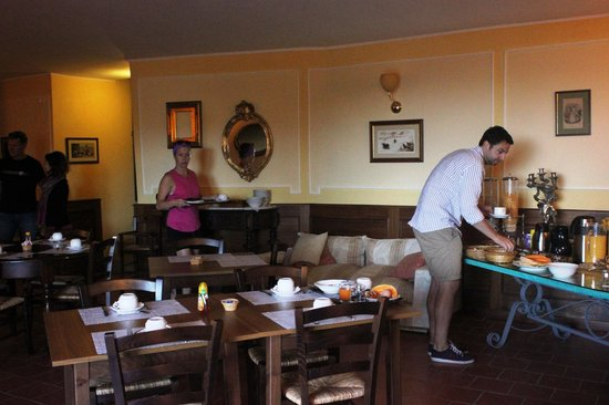 Il Casello Country House B&B : the breakfast buffet is lovely and offers a nice variety