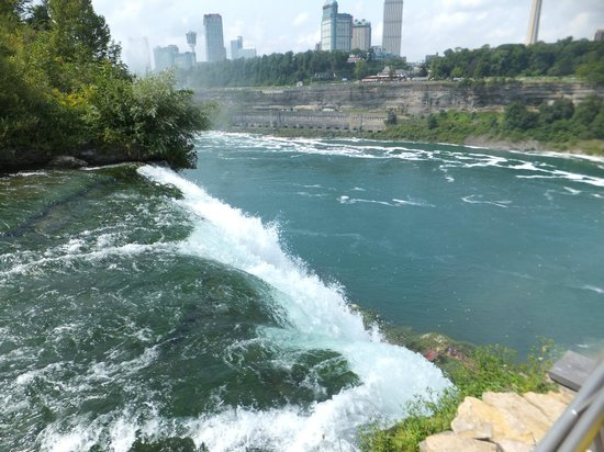 Hampton Inn Niagara Falls: You can get very close up views of the falls on the US side.