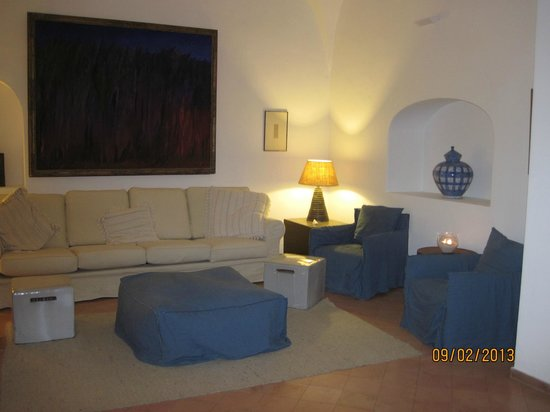 Albergo Il Monastero : nice lounge area.  We danced to the music!