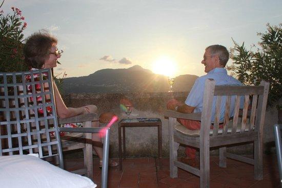 Albergo Il Monastero : drinks on the terrace as the sun sets