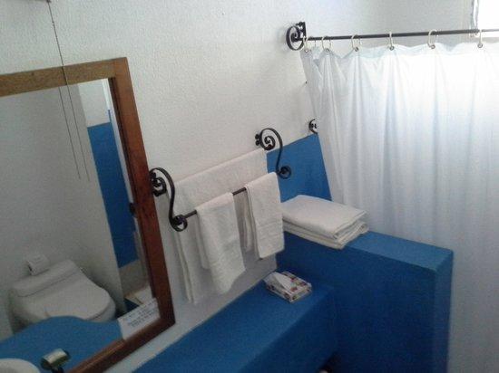 Hotel La Puerta del Sol: Bathroom