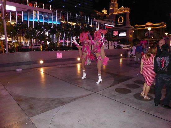 Pink's Las Vegas: The free floor show