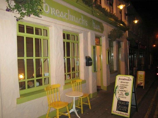 Breathnach's Bar: Front of Pub