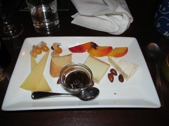 SauvagesSaint De The Des La Plate Table Cheese Jardins Photo m8wvyPNnO0
