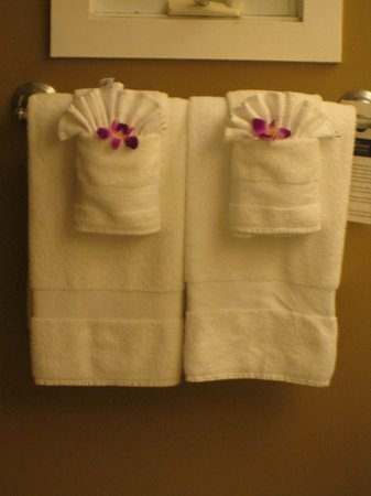 Fairmont Kea Lani, Maui: Daily Orchids in the bathroom and on the bed